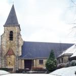 Entrée de l'église Saint-Georges de Trappes sous la neige